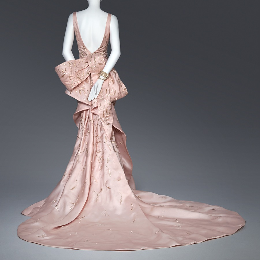Oscar de la Renta evening dress worn by Taylor Swift