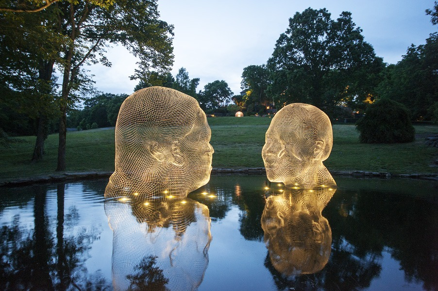 AWILDA & IRMA 2014 (night), Stainless steel, 400 x 400 x 300 cm (each), Around 600 Kg (each): © Jaume Plensa. Courtesy Galerie Lelong, New York