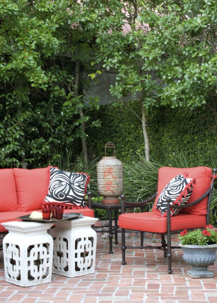 The den opens onto an enclosed courtyard. The interior color scheme is extended with touches of red and black.