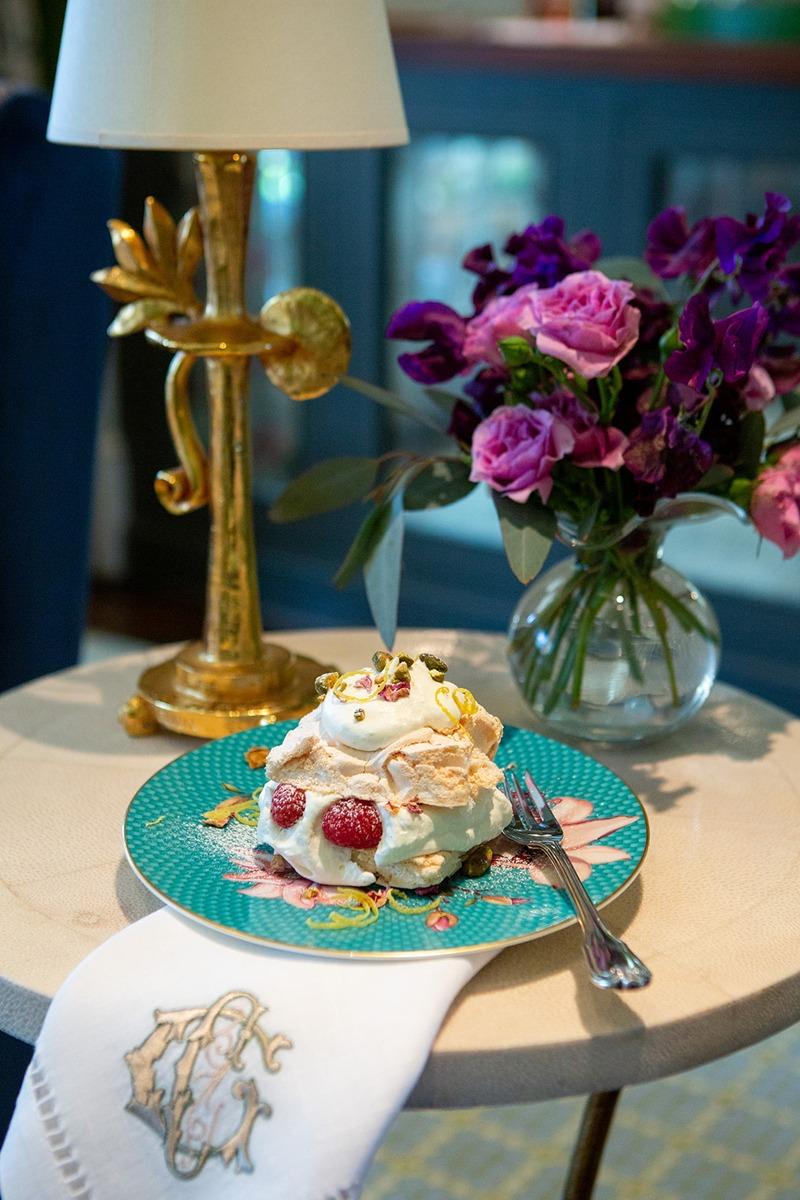 spring entertaining meringue roulade